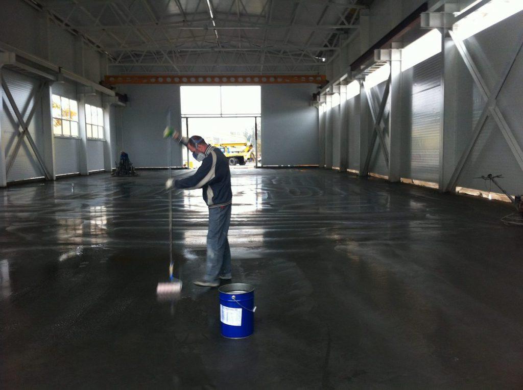 Защита бетона при помощи пропитки (лака) Master Пол Seal